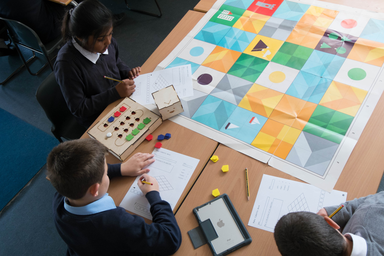 kids in school playing cubetto adventure pack