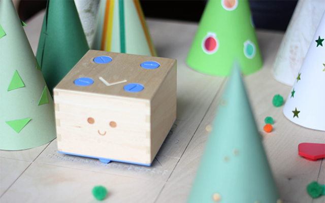 wooden toy robot cubetto