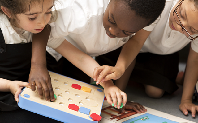 kids in class learning coding engaging with cubetto eudcational toy